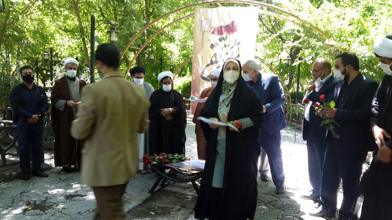 تقدیر از ۱۱۰ بانوی نمونه و محجبه شهرستان طرقبه شاندیز و اهدای ۵۰۰ شاخه گل به مناسبت گرامیداشت هفته عفاف و حجاب