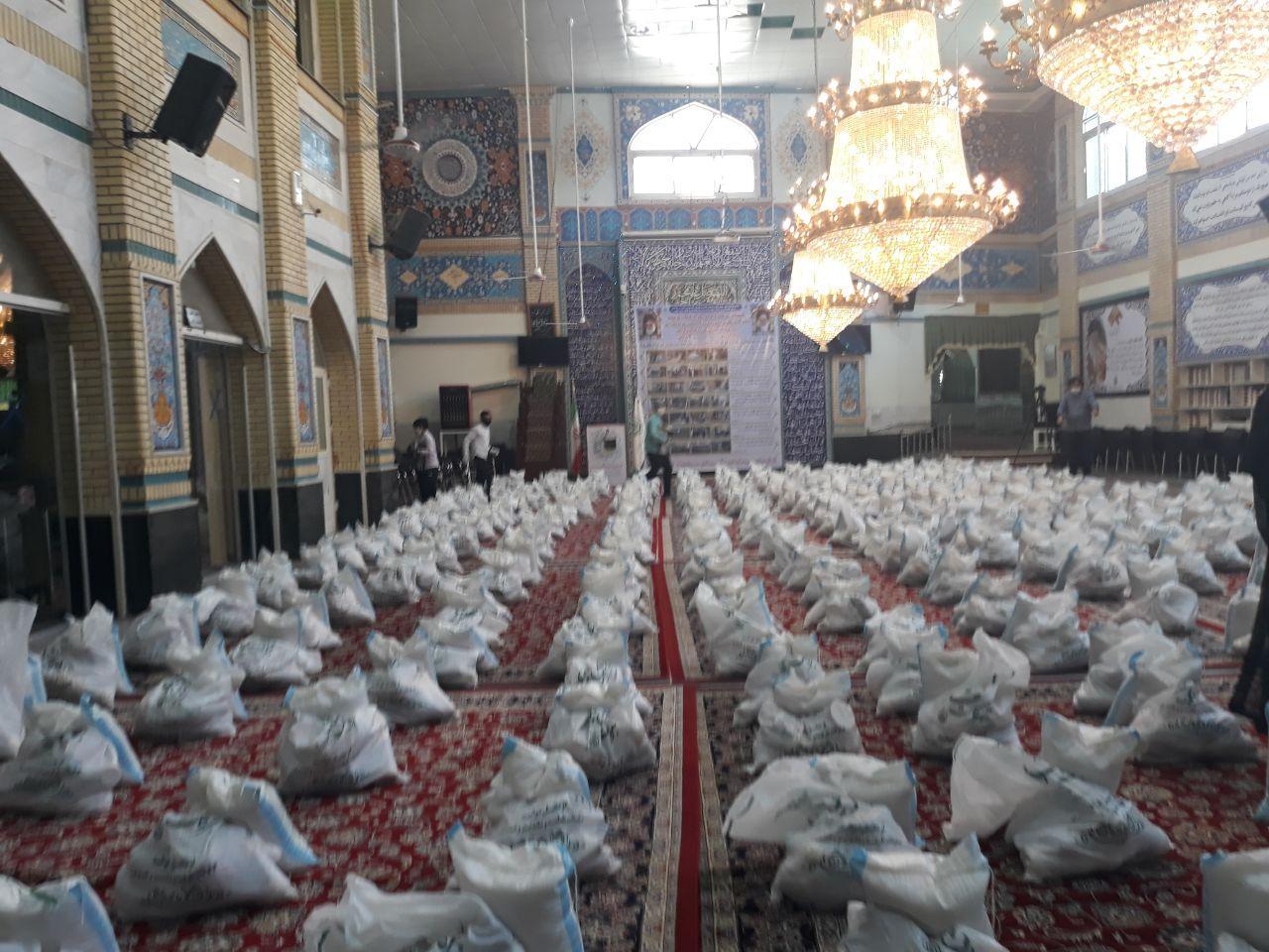 توزیع ۱۳۰۰ بسته مواد غذایی از محل عواید موقوفات مرتبط طرقبه شاندیز