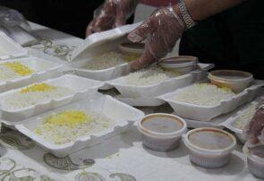 توزیع غذای افطاری اهدایی از سوی مقام معظم رهبری در شهرستان خواف