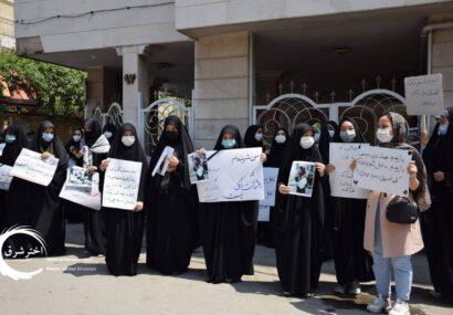 گزارش تصویری از تجمع دختران مشهدی در محکومیت حمله تروریستی به مدرسه سیدالشهدا کابل
