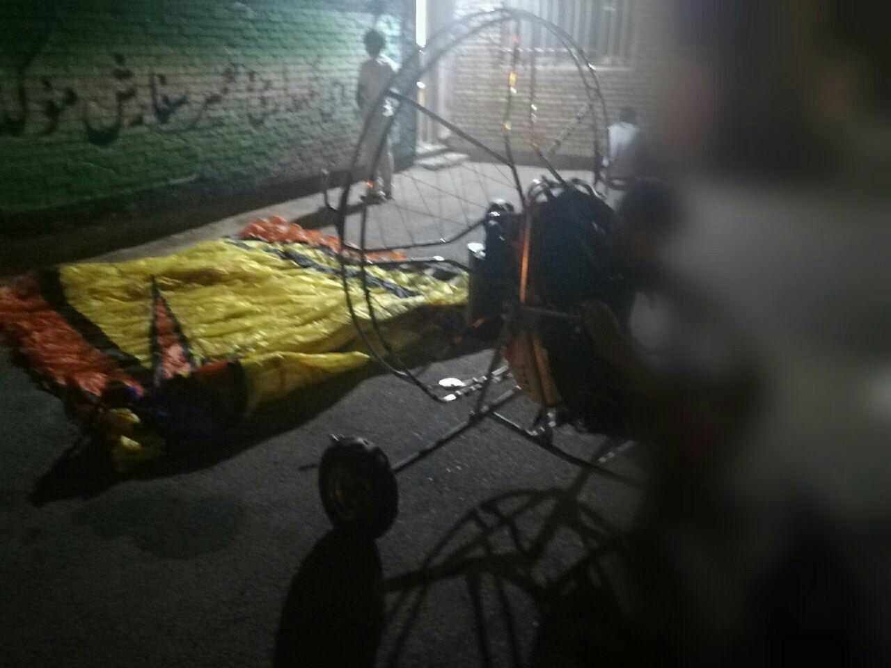 دستگیری پاراموتور سوار قاچاقچی و همدستانش در سرخس