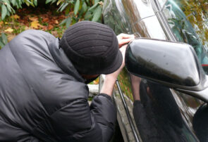 دستگیری متهمان به سرقت قطعات و محتویات داخل خودرو در سرخس
