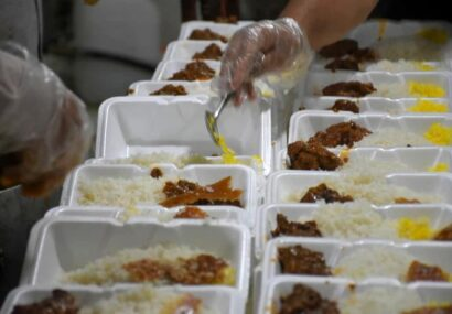 پخت و توزیع ۲۰ هزار پرس غذای گرم در بین نیازمندان روستاهای مرزی پنج شهرستان استان خراسان رضوی