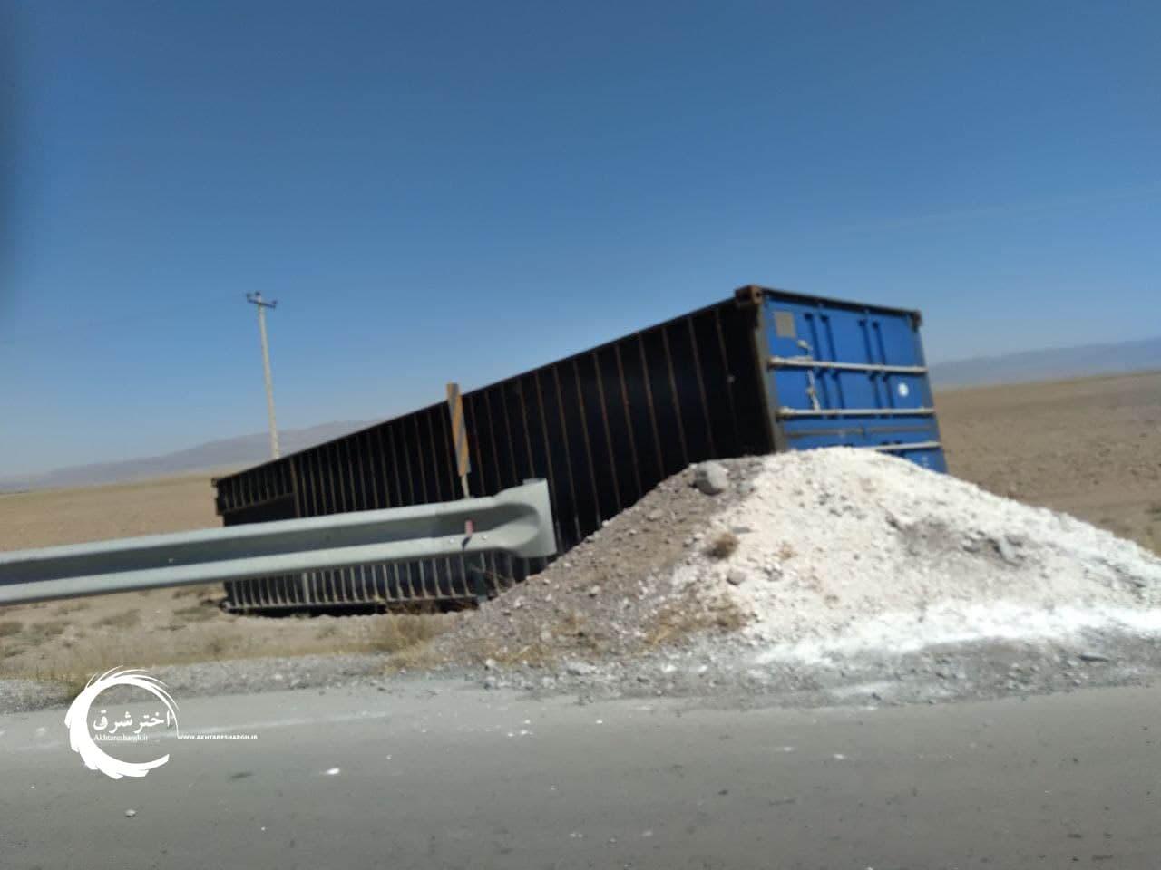 برخورد ۴ دستگاه خودرو در کیلومتر ۳۵ جاده نصرآباد به مشهد